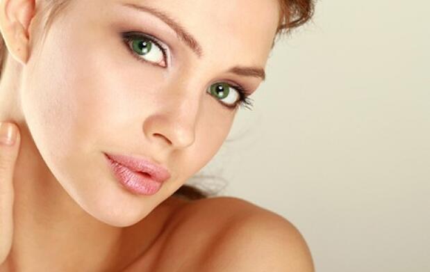 Higiene facial con ácido hialurónico