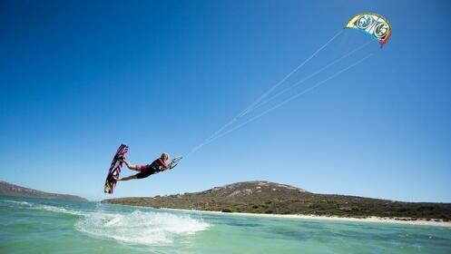 Bautismo de 2 horas de KiteSurf ¡Sobrevuela las olas en las Rías Baixas!