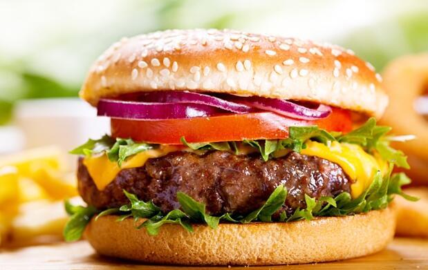 Menú para 2: entrantes, hamburguesas, bebida, postre y café