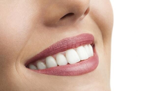 Blanqueamiento dental con gel y luz de led. ¡Presume de sonrisa!