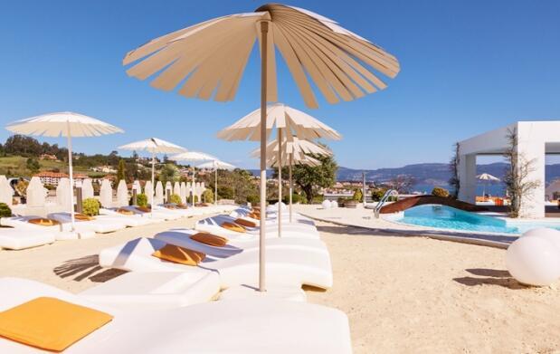 Escapada única de lujo y relax: alojamiento, desayuno, comida o cena, spa y tratamientos en Agusta Spa Resort**** Superior.