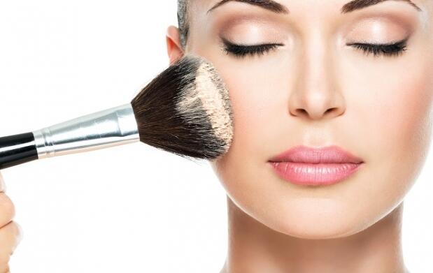 Sesión de maquillaje completo profesional u opción manicura incluida