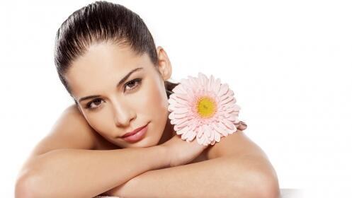 Tratamiento facial pre-solar de aguacate