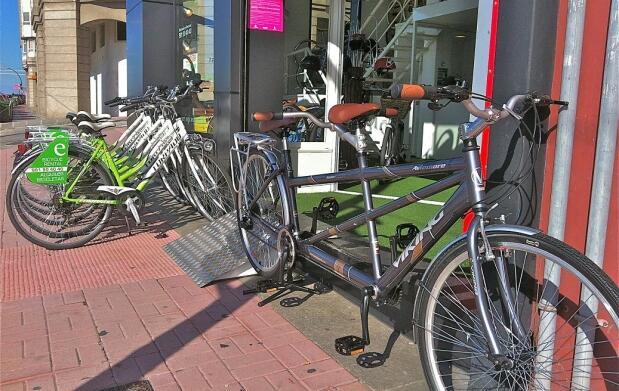 Alquiler de tándem o 2 bicis (2h).A Coruña