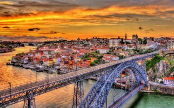 2 noches exclusivas en un 4 estrellas con spa. Crucero y visitas en Oporto. Incluye verano y festivos