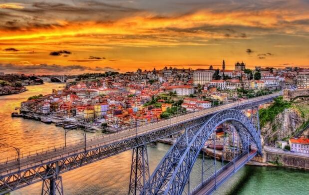 2 noches exclusivas en un 4 estrellas con spa. Crucero y visitas en Porto. Incluye verano y festivos
