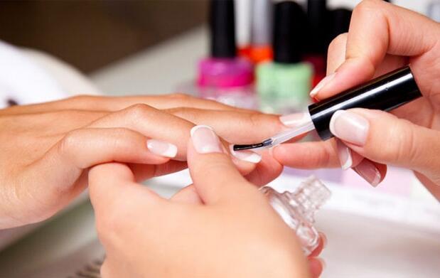 Completa manicura y pedicura con masaje