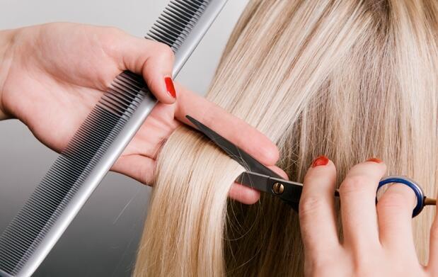 Color o mechas, tratamiento y corte