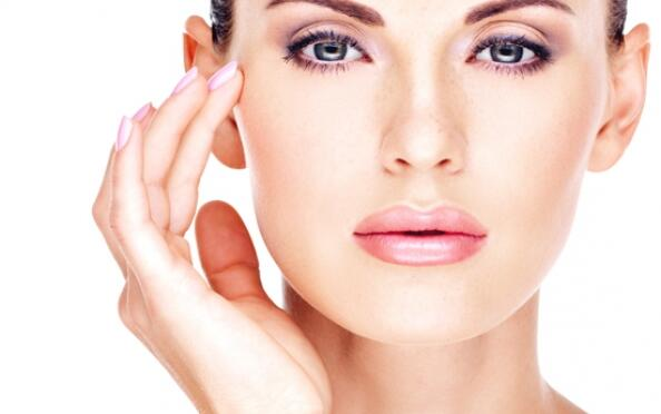 Lifting facial e hidratación intensiva